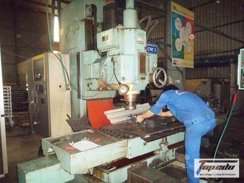 Đào tạo lập trình vận hành máy CNC hệ Fanuc